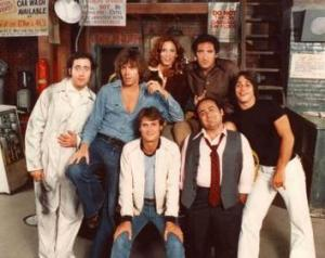 Cast of the debut season (ABC, 1978–79). From left to right: (back) Marilu Henner, Judd Hirsch; (middle) Andy Kaufman, Jeff Conaway, Tony Danza; (front) Randall Carver, Danny DeVito