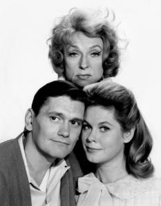 Dick York, Elizabeth Montgomery (front) and Agnes Moorehead (back) as Darrin, Samantha and Endora